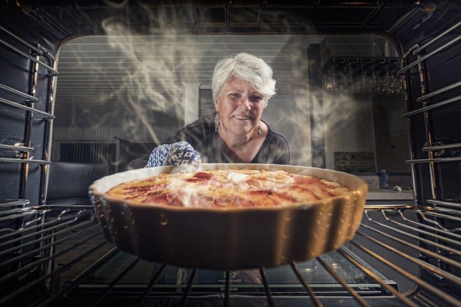 women baking a apple pie